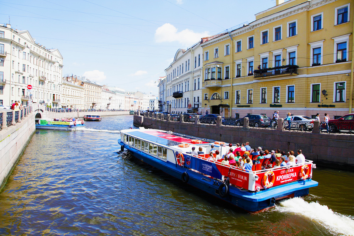 City Cruise - boat tour and river cruize in Saint-Petersburg
